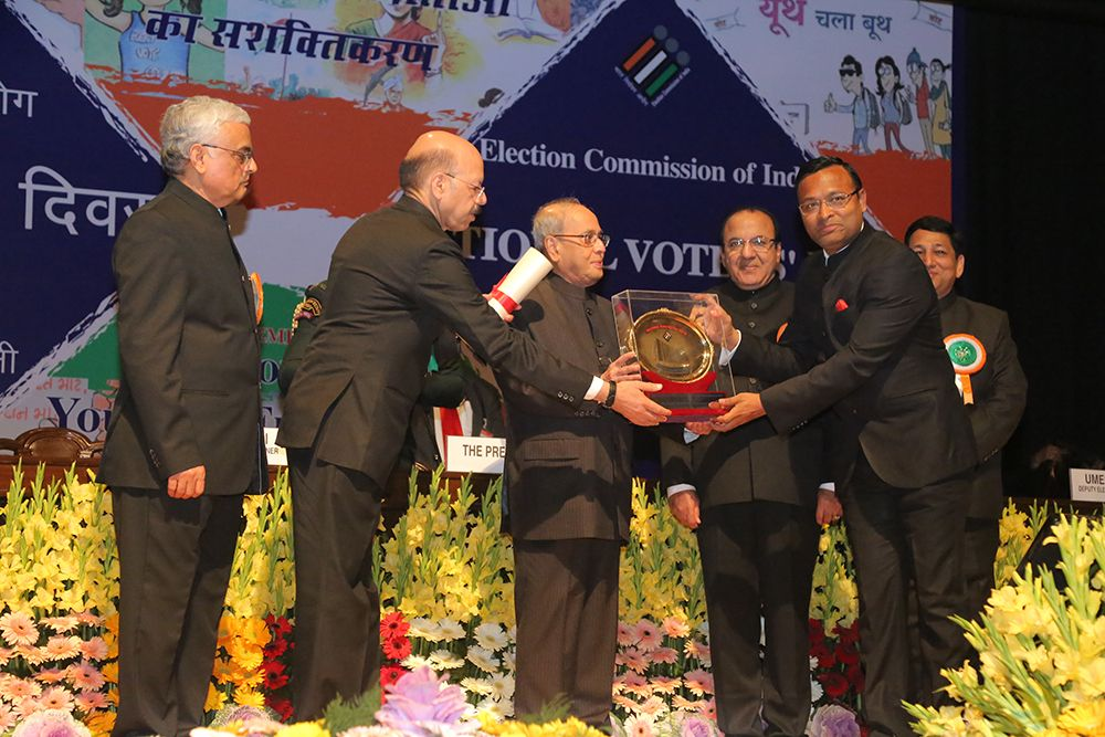 Hon'ble President of India awards Dr Saumitra Mohan, DEO Burdwan, West Bengal