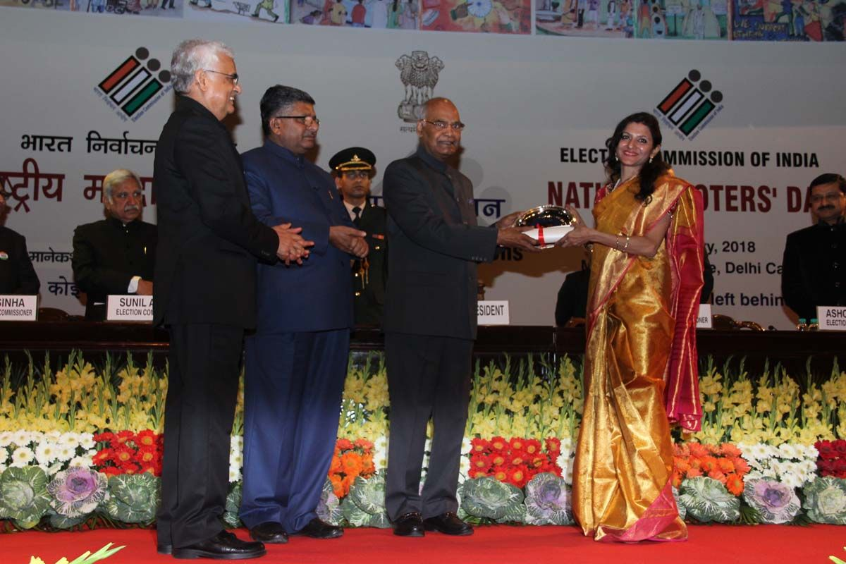 Ritu Suhas, DDC Rajnandgaon, Azamgarh, Uttar Pradesh receives the award