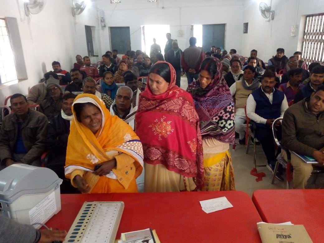 EVM-VVPAT training to general voters in Manjhi Block of Saran.