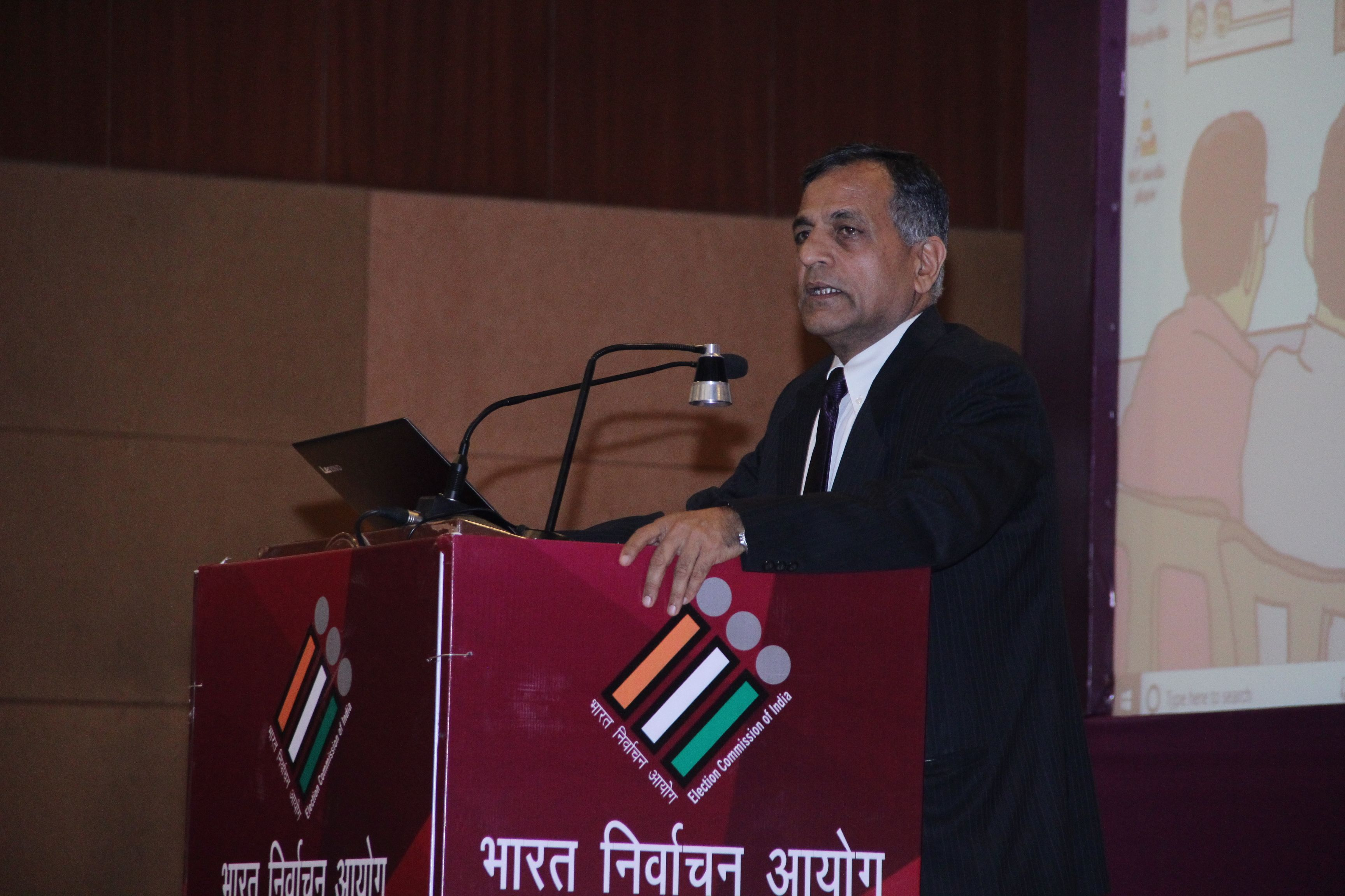Shri Ashok Lavasa, EC addressing the Officers from Ministries and Federation