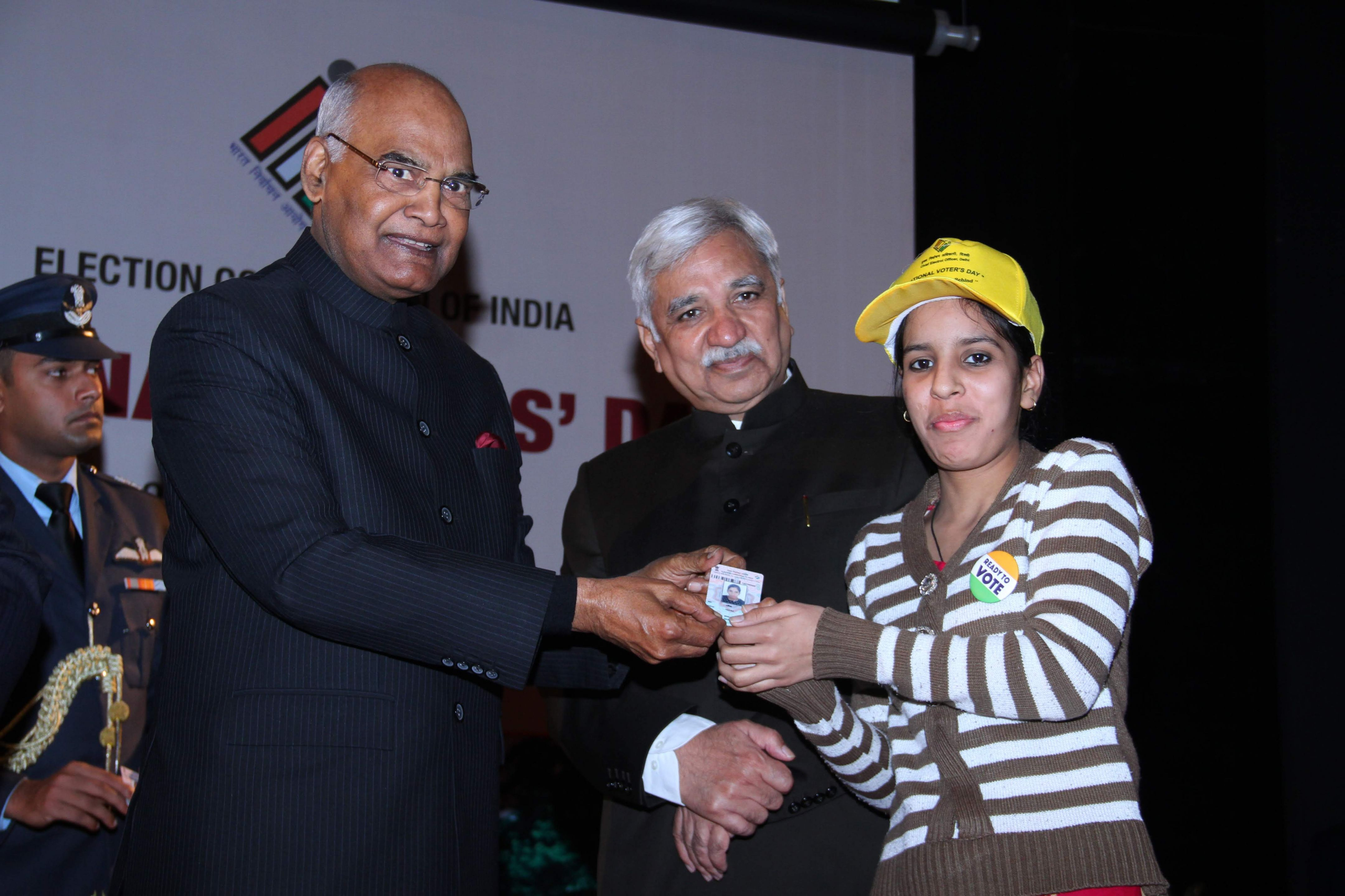 A newly eligible voter receiving her EPIC from the Hon'ble President