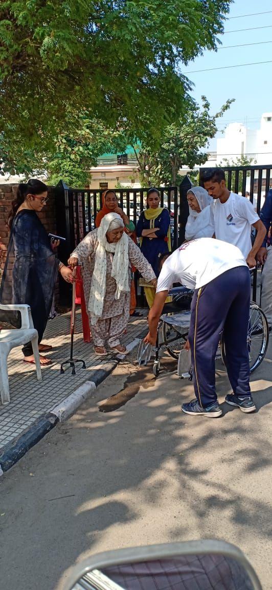 Volunteers facilitating the PwD & infirm voters (9).jpeg