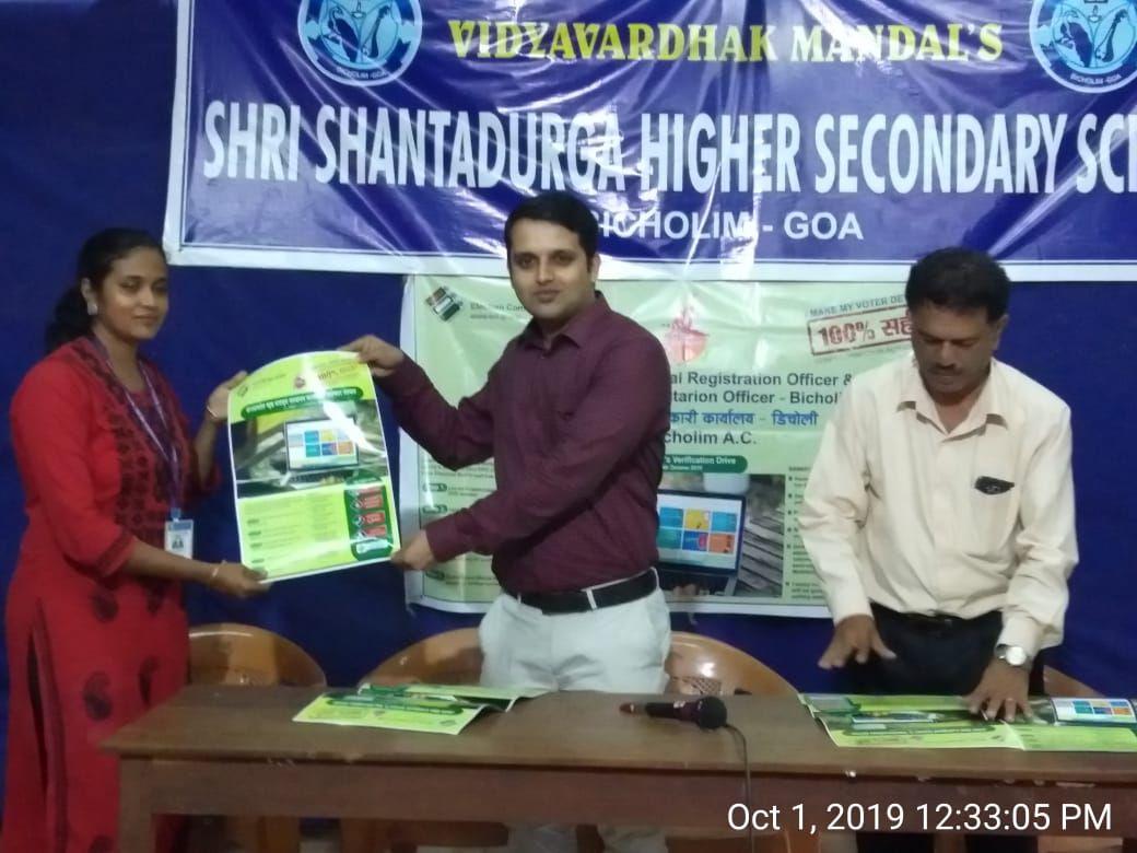 Shri Pravinjay Pandit Mamlatdar of Bicholim Taluka and AERO of 03  Bicholim AC conducted awareness programme in respect of Elector Verification Programme on 1.10.2019 at shree Shantadurga Higher Secondary School Bicholim .shri Pravinjay Pandit practically