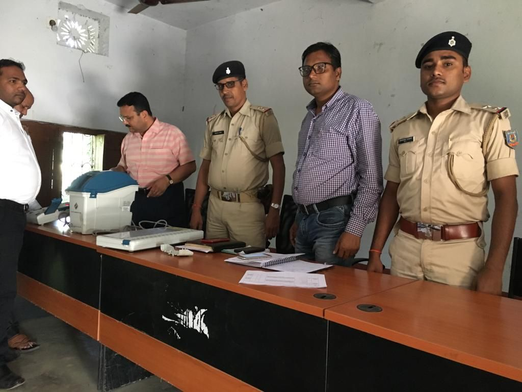 Training of EVM-VVPAT given to Sector Magistrate DEO PAKUR.jpg