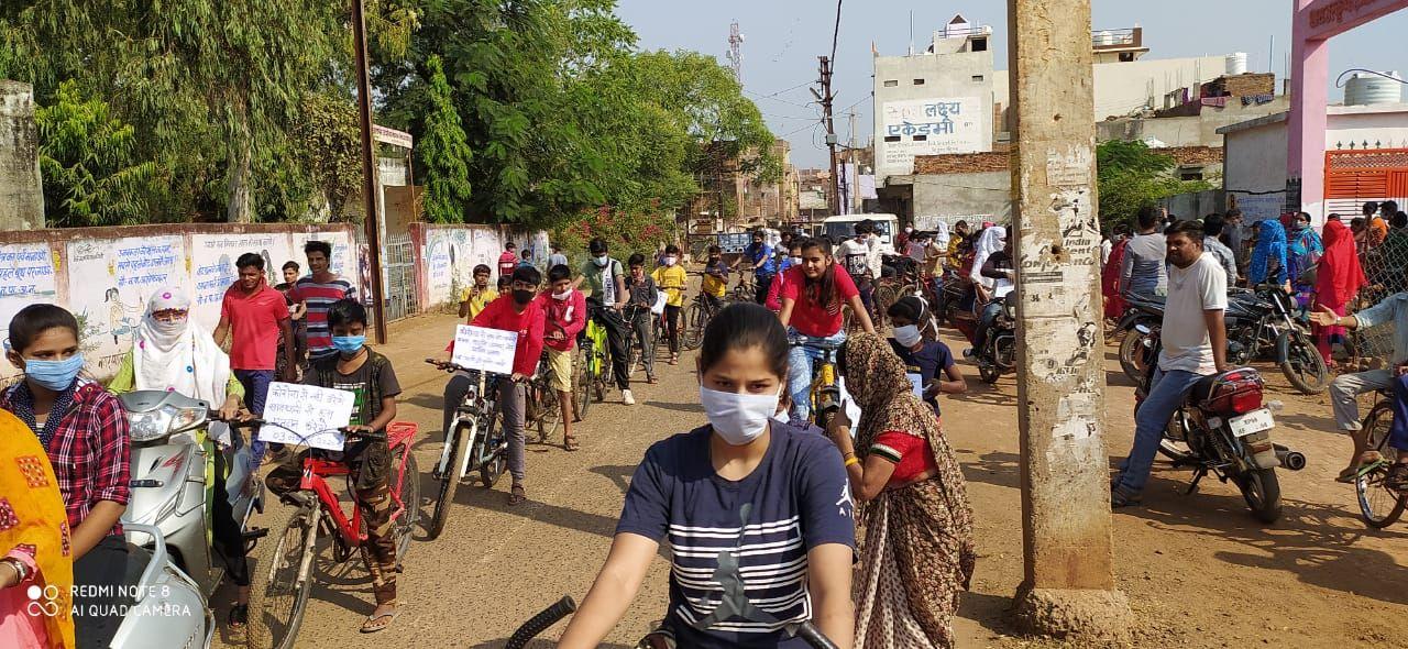 एकीकृत महिला एवं बाल विकास विभाग, अशोकनगर द्वारा शहर के विभिन्न वार्डों में से होते हुये बच्चों की साईकिल रैली निकली गयी तथा मतदाताओं को जागरूक किया गया-5.jpeg